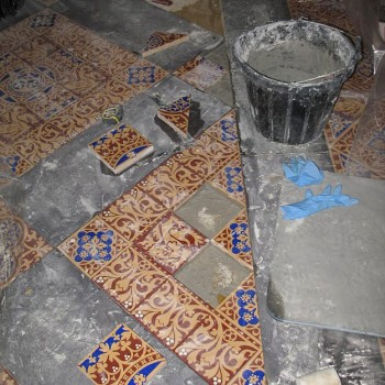 The encaustic tiles in St. Stephen's Hall under conservation. (© Parliamentary Estates Directorate)
